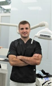 хирург имплантолог